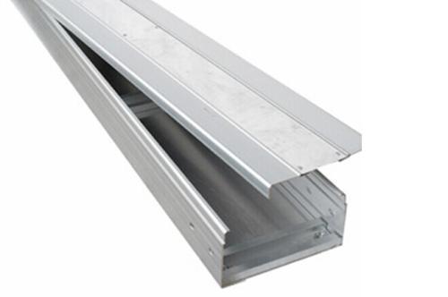 电缆桥架安装应该选择合适材质 确保安装流程正确
